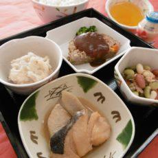 【院長おすすめ食材 第4弾~腸活で免疫力アップ⁉弁当~】(12月17日昼食)